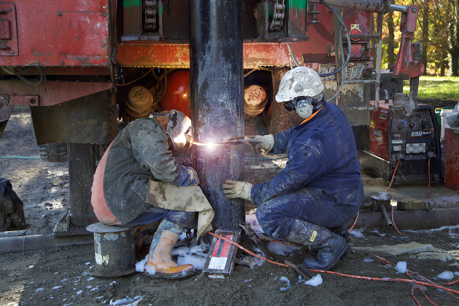 https://drilling.co.nz/cms/wp-content/uploads/2020/03/ww-welding-W.jpg